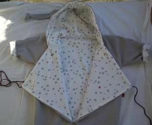 Combianaison polaire bébé 12 mois grande ouverture pratique devant, doublée avec tissu coton blanc/gris/fushia imprimé étoiles, réversible