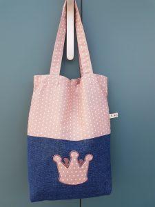 Un sac en tissu, type Tote Bag, bicolore (jean et tissu étoiles parme)