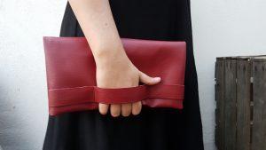 Pochette chic simili cuir rouge mat