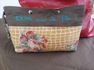 Mini Sac Nomade à glisser dans son sac à main, en toile kaki avec poches tissu vintage, brodée 100% sac de fille