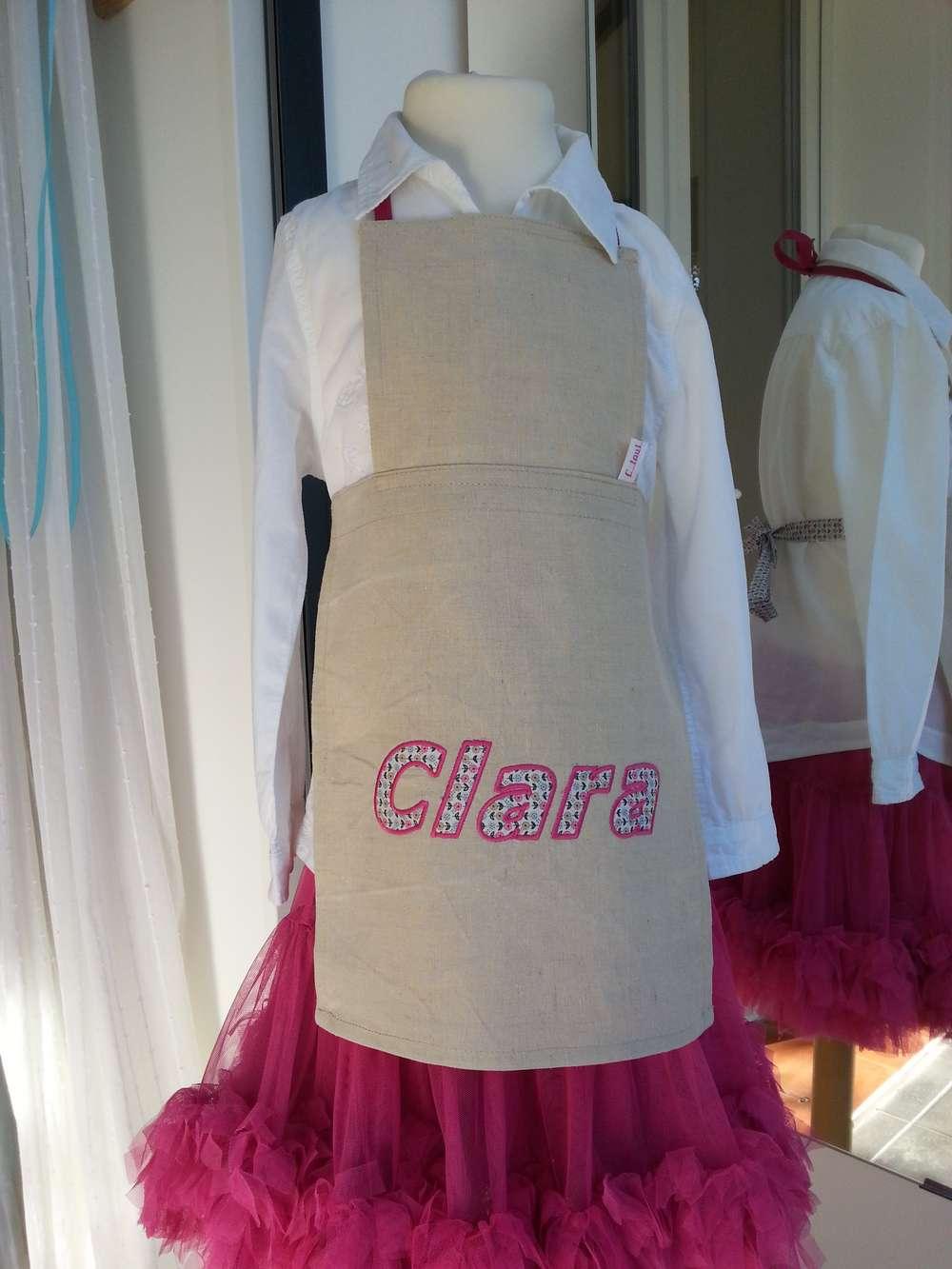 Tablier cuisine enfant en lin, prénom Clar en appliqué avec tissu type liberty tons de rose