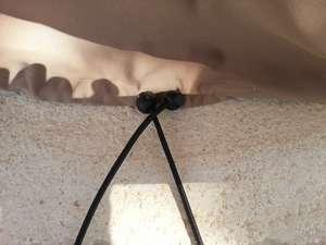 Détail en gros plan de la fermeture du bas de la housse